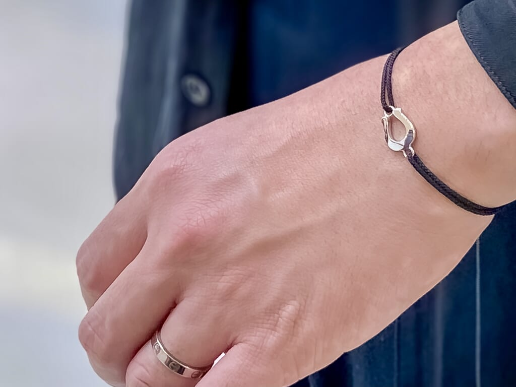 Horseshoe-Amulet-Cord-Bracelet-SILVER