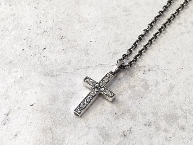 Suman Dhakhwa コラボレーション Carving Cross Necklace