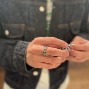 Double Horseshoe Ring TRQ 着用